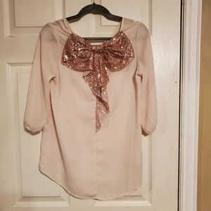 Blouse with bow on the back